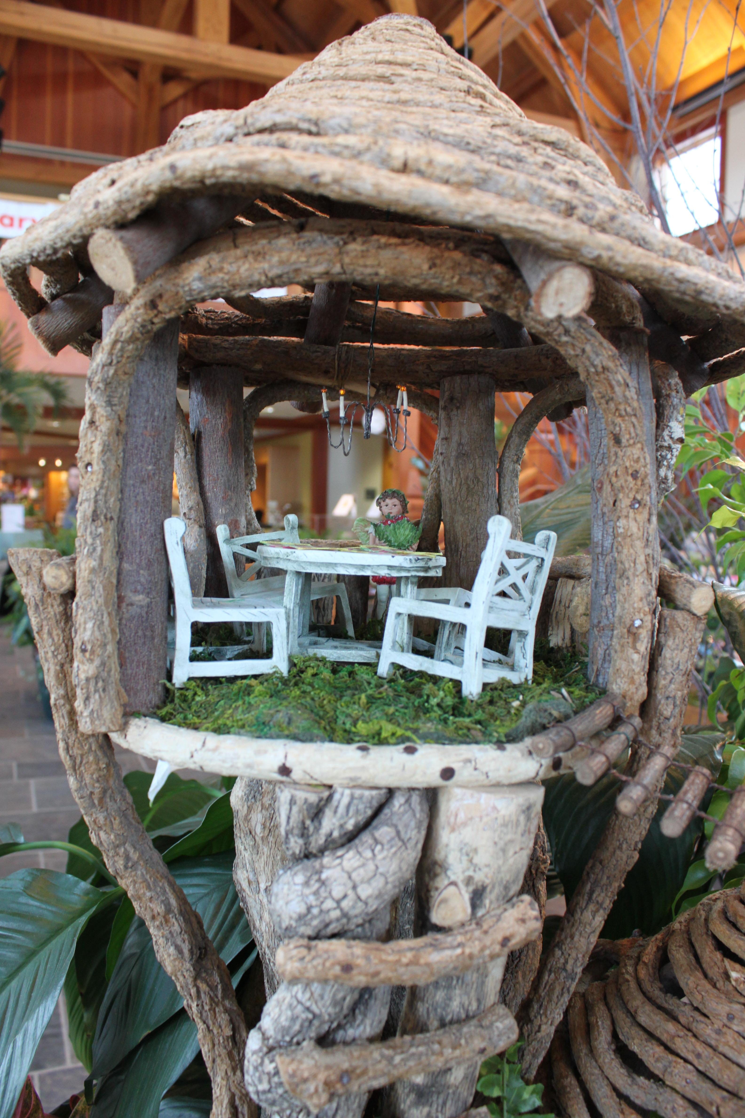 Tree House Fairy Garden. Tree House Close-up